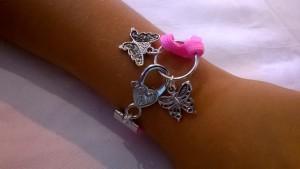 Bracelet Rose à breloques de Maude - 7 ans