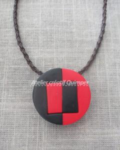 Collier avec pendentif géométrique