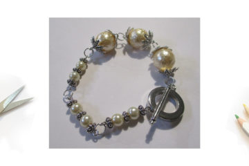 Un bracelet avec des perles de glace